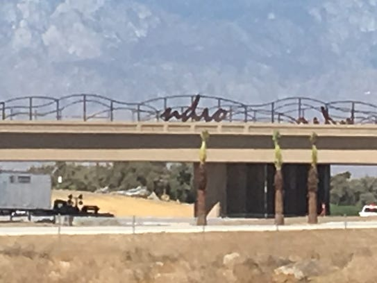 A sign for Indio is missing a letter on the Interstate