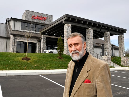 """Ray Stevens is opening his """"Cabaray"""" - a dinner club"""