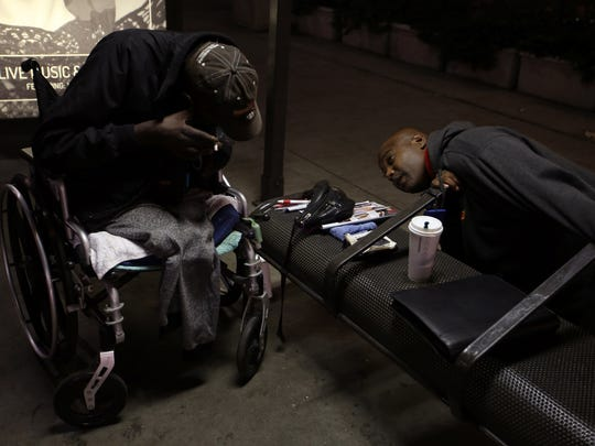 """At 4:30 a.m., Ruffin finds Eddie """"Snake"""" Carter in pain, sheltering under a bus stop. He convinces the wheelchair-bound double amputee to go to a hospital."""
