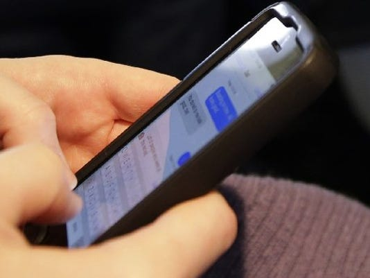 635605366179103374-AP-Cellphones-On-Pla-1-1-IV6QFC04-L385251150