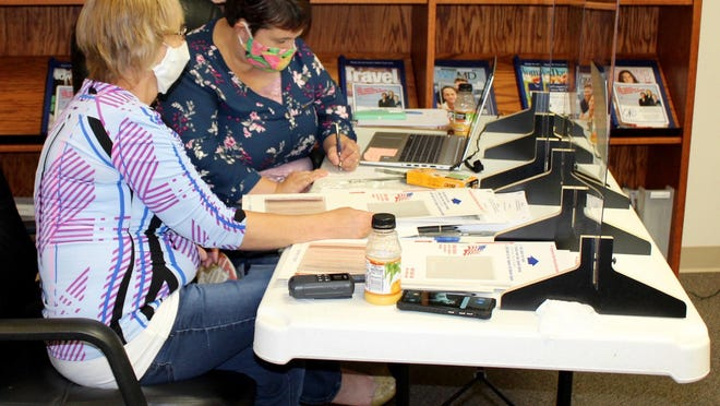 Election workers taking information for Ward 3 during Tuesday's primary were Sue Billings and Kellie Hendershot. (NANCY HASTINGS PHOTO]