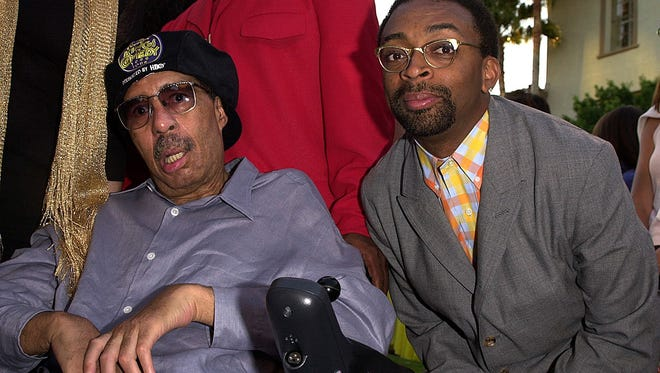 """US director Spike Lee (R) poses with Richard Pryor (L), the original """"King of Comedy"""" who created the comedy concert tour, at the premiere of Lee's new film """"The Original Kings of Comedy"""" in Hollywood, CA, 10 August 2000."""