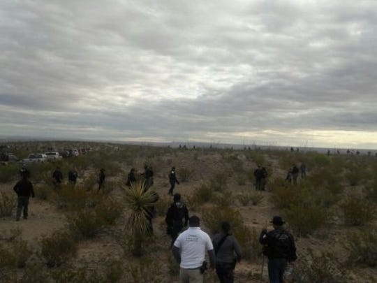 Mexican law enforcement officers search the Navajo Arroyo area in the Valley of Juárez in March 2017.