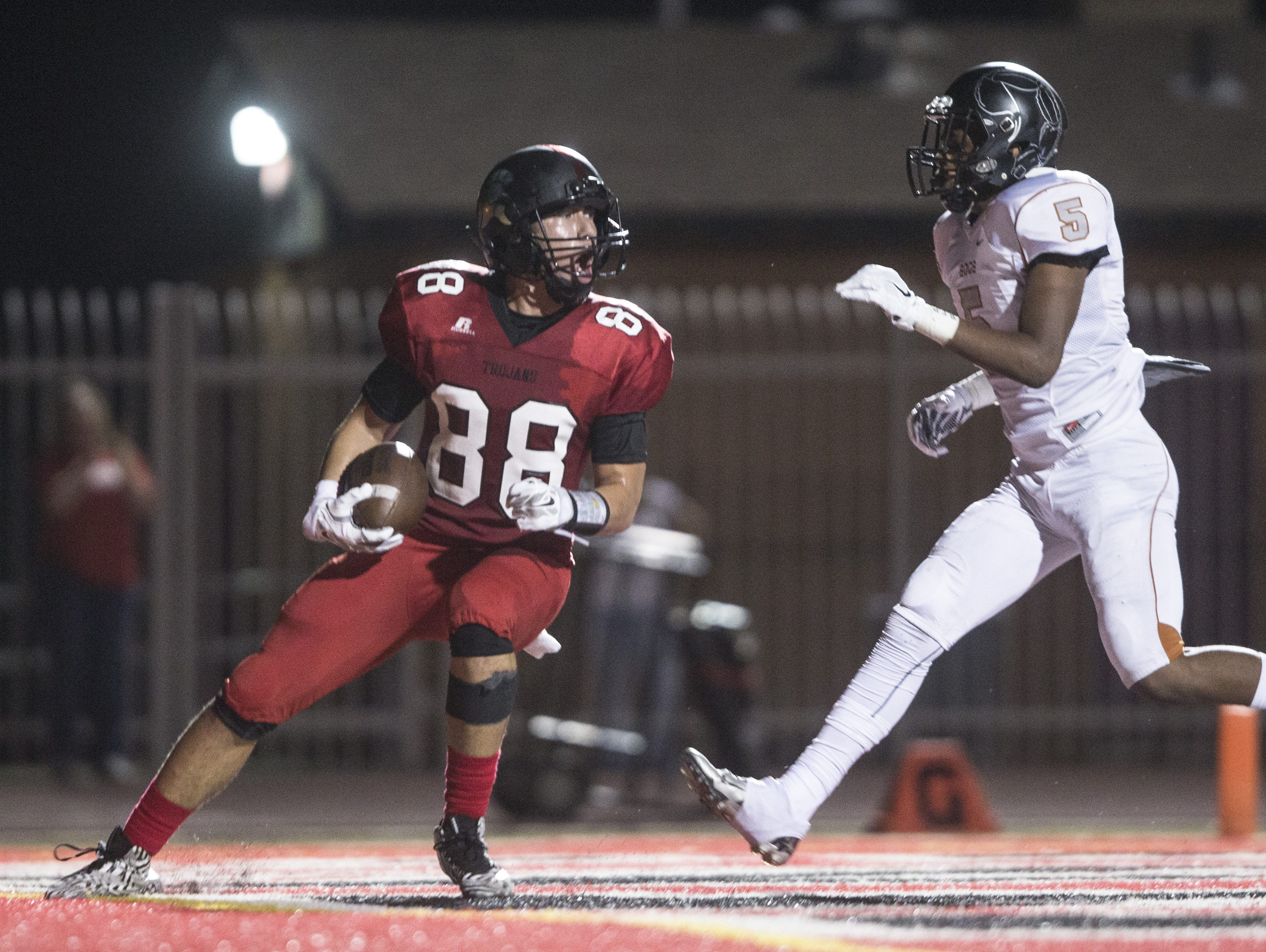 Paradise Valley's Aron Smith breaks free for a touchdown reception against Desert Edge's Daejzon Burton (5) at Paradise Valley High School in Paradise Valley, AZ on September 3, 2015.