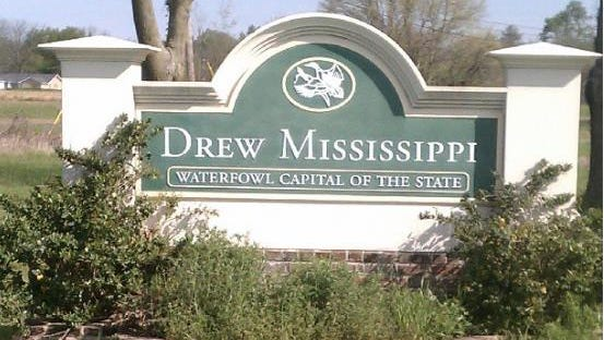 A sign welcoming visitors to Drew, Mississippi.