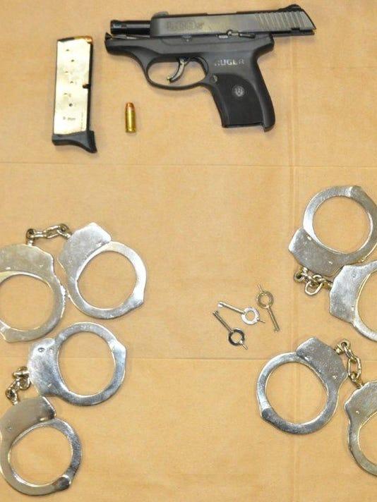 Charlestoncuffsguns