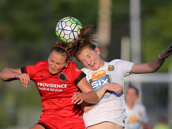 WNY Flash's Sam Mewis (right) challenges Portland's