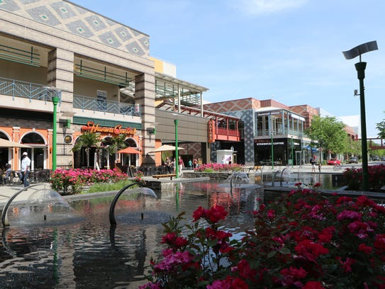 A view of the fountain and food plaza at the north
