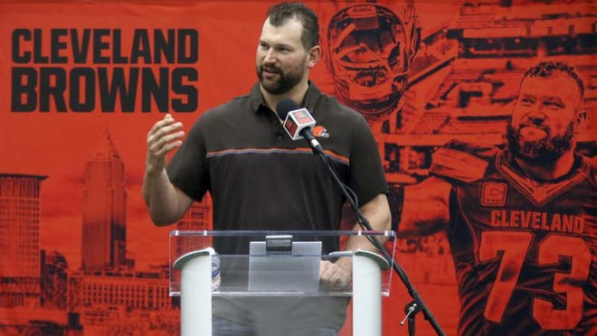 Former Browns star Joe Thomas is part of a group making a bid to buy the New York Mets.