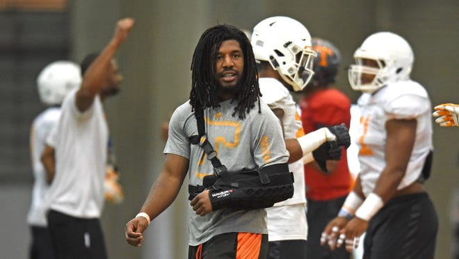 Tennessee linebacker Jalen Reeves-Maybin, center, helps oversee spring practice on March 31, 2016.