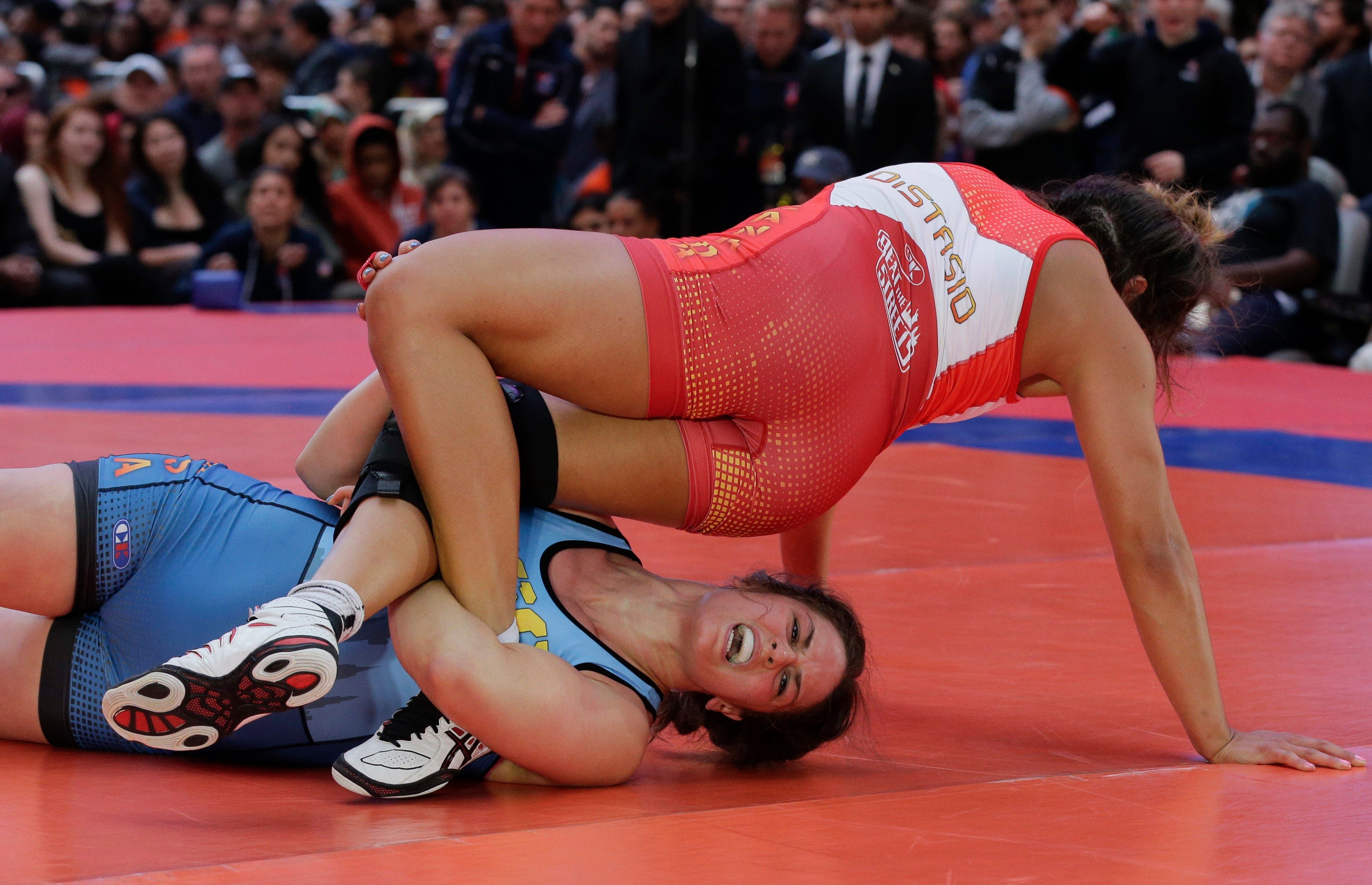 Freestyle wrestling mixed domination