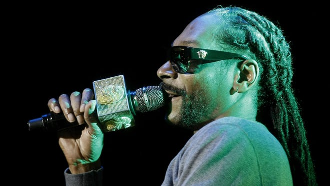 A picture dated March 11, 2016 shows U.S. rapper Snoop Dogg performing in Medellin, Colombia.