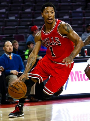 Derrick Rose plays a preseason game, his first time in a Bulls uniform in months.