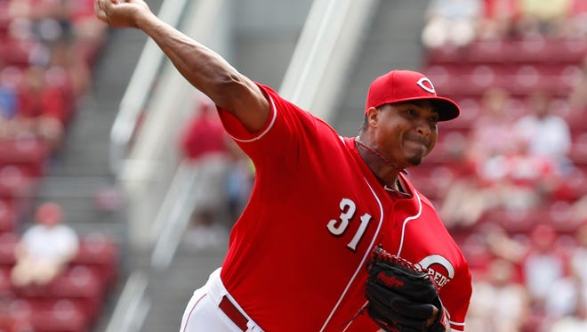 Reds starting pitcher Alfredo Simon pitches during the first inning Sunday against the Braves at GABP.