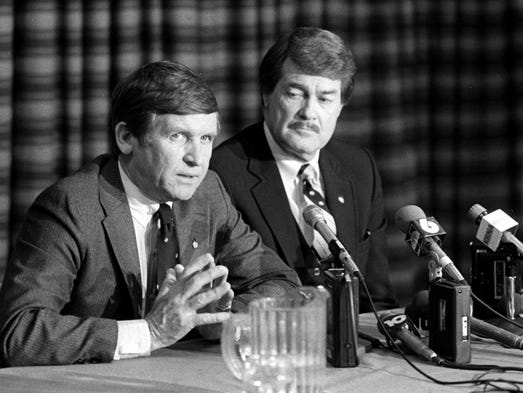 Tennessee coach Johnny Majors, left, answers a question
