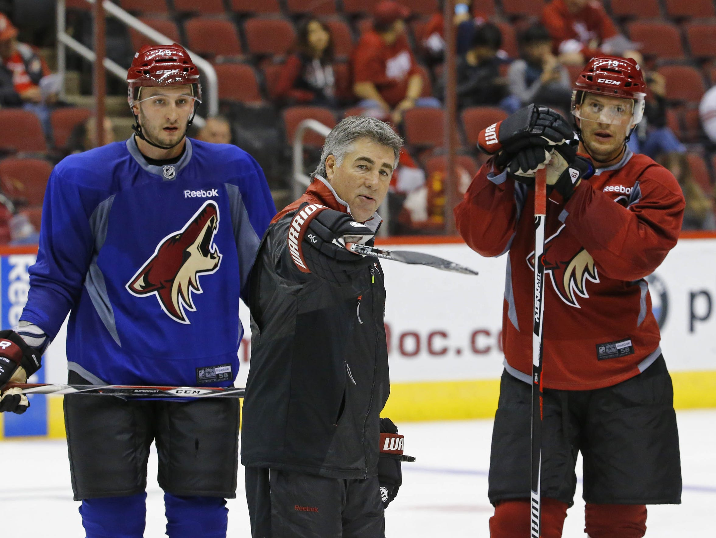 Dave Tippett, center, coached the Coyotes from 2009 to 2017.