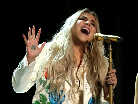 "Kesha performs ""Praying"" at the 60th annual Grammy"