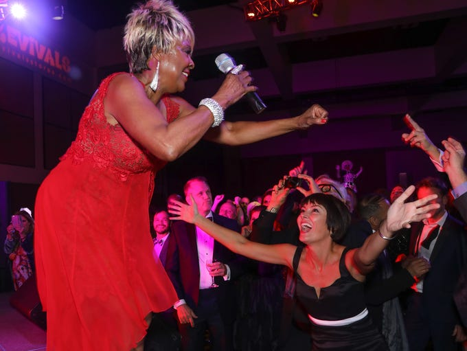 Singer Thelma Houston and guest Kellee McQuinn during