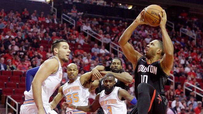 Houston Rockets guard Eric Gordon (10) shoots against New York Knicks center Willy Hernangomez (14) in the first quarter at Toyota Center on Nov. 25, 2017.