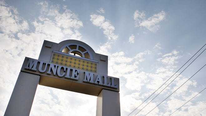 Sign for Muncie Mall.