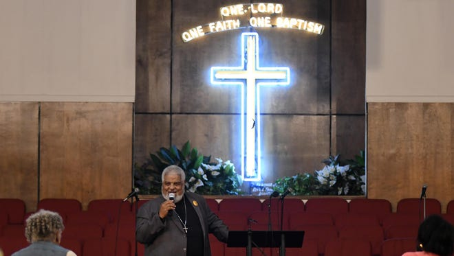 New Bethel Missionary Baptist Church Pastor Robert Smith Jr. sings at the beginning of a prayer vigil in honor of Aretha Franklin, Wednesday, Aug. 15, 2018 in Detroit.