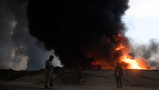 An oil field ablaze in Qayyarah, Iraq, on Oct. 21, 2016.