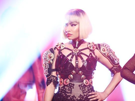 "Nicki Minaj performs ""Poke It Out"" on ""Saturday Night"