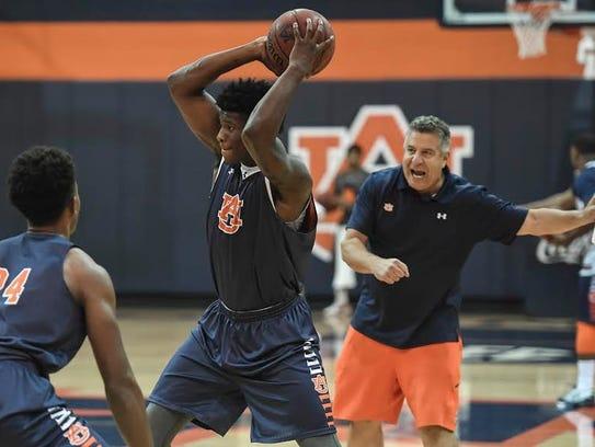 Auburn head coach Bruce Pearl shouting instructions