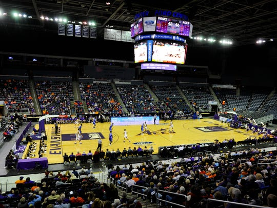 A game between the Evansville Aces and the Drake Bulldogs