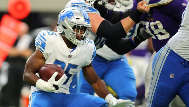 856381794.jpg MINNEAPOLIS, MN - OCTOBER 1: Theo Riddick #25 of the Detroit Lions carries the ball in the second half of the game against the Minnesota Vikings on October 1, 2017 at U.S. Bank Stadium in Minneapolis, Minnesota. (Photo by Adam Bettcher/Getty Images)