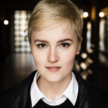 Veronica Roth will do a live chat.