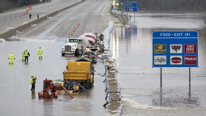 SID HASTINGS, European Pressphoto Agency DOT crews installed a sandbag wall to protect the highway and were attempting to pump out water trapped behind the temporary flood wall. EPA/SID HASTINGS ORG XMIT: SHX
