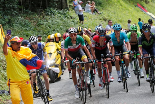 Froome Denies Barging Into Tour Rival Aru