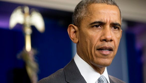 Obama meets with aides on holiday terrorist threats