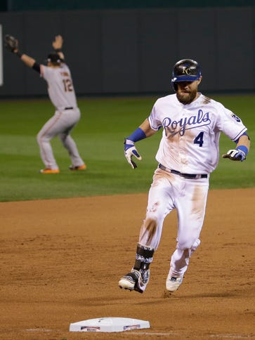 Alex Gordon pulls into third in the bottom of the ninth.