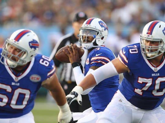 EJ Manuel looks to pass behind the protection of Craig Urbik and Eric Wood.