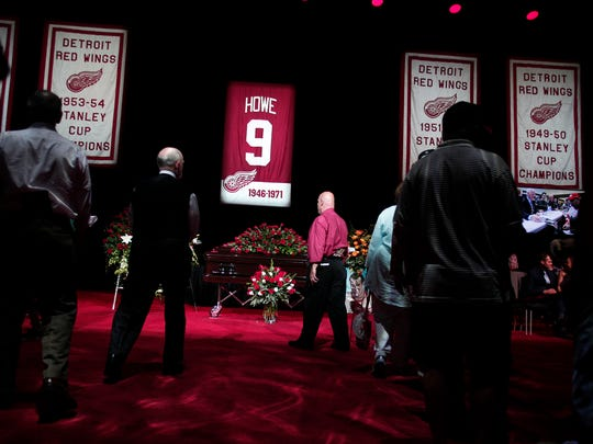 Mourners and NHL fans pay their respects to legendary hockey Hall of Famer Gordie Howe at his visitation at Joe Louis Arena June 14, 2016 in Detroit.