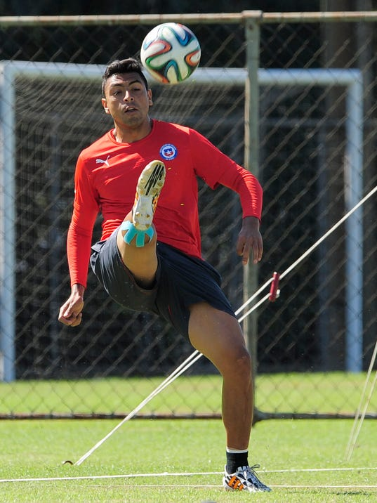 Chile's Gonzalo Jara controls the ball during an official training session the day before the World Cup soccer match between Chile and Brazil at Toca da Raposa 2 center in Belo Horizonte, Brazil, Friday, June 27, 2014. (AP Photo/Manu Fernandez)