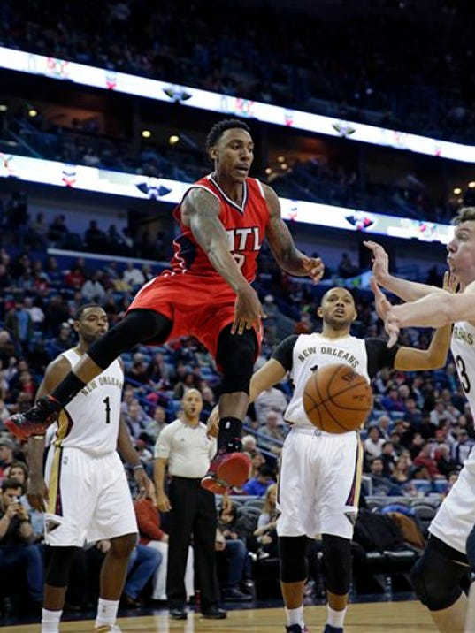 Pelicans beat Hawks, end 19-game win streak