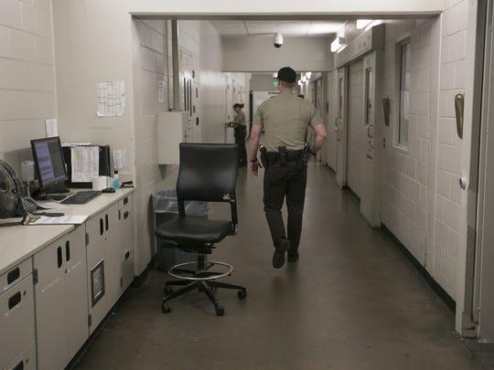 Un oficial de la Oficina del Alguacil del Condado de