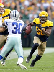 Green Bay Packers receiver Ty Montgomery runs as Jordy