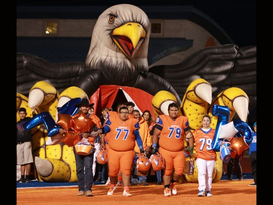 Canutillo linemen and seniors were introduced to the