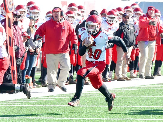 Riverheads' Harrison Schaefer breaks away with the