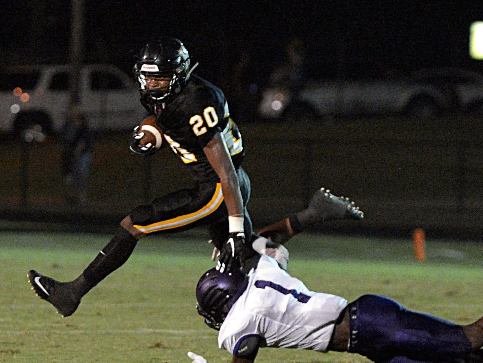 Hendersonville running back Terrell Carter (20)