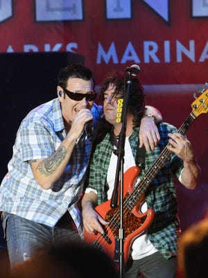 Smash Mouth lead singer Steve Harwell and bassist Paul De Lisle perform during the California Music Awards in 2002 at Henry J. Kaiser Convention Center in Oakland, Calif.