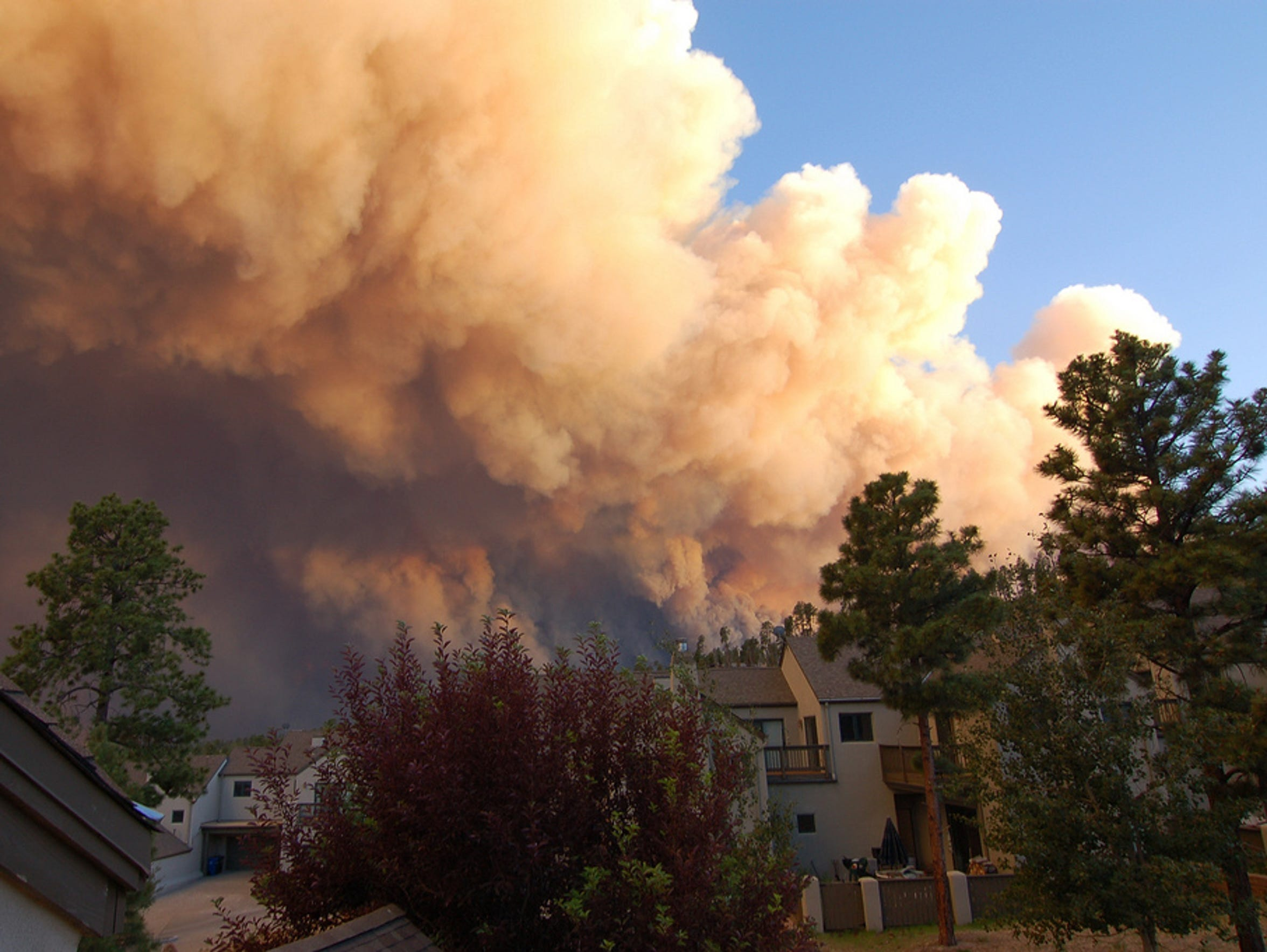 The Los Conchas Fire threatens homes in Los Alamos.