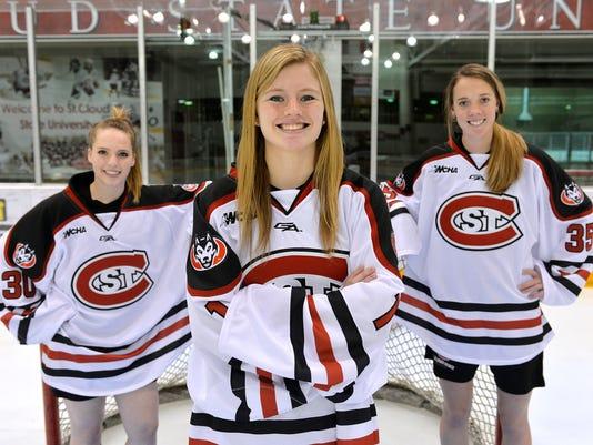 STC 1002 Husky Hockey Women 3.jpg