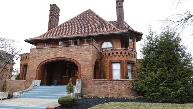 "The ""Circus House"" on Dennison Avenue near Goodale Park is being auctioned off with a starting bid near $1 million."