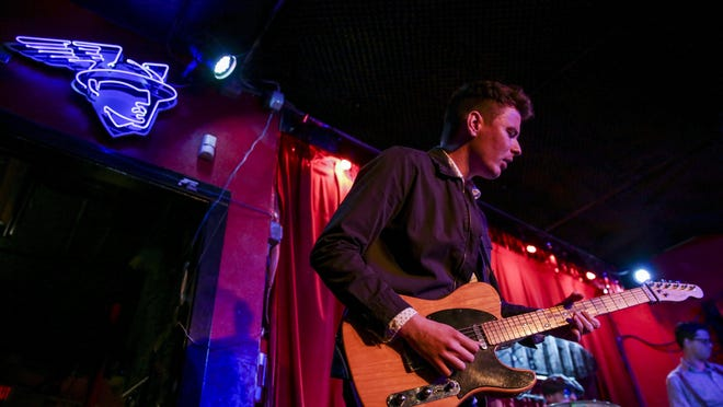 Irish singer-guitarist Stephen Carolan has moved his weekly livestreams to Saturday afternoons.