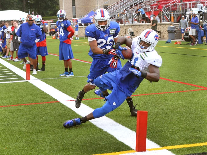 Bills receiver Marcus Easley (81) keeps his feet inbounds after catching a pass in corner of the end zone over Ross Cockrell (29).